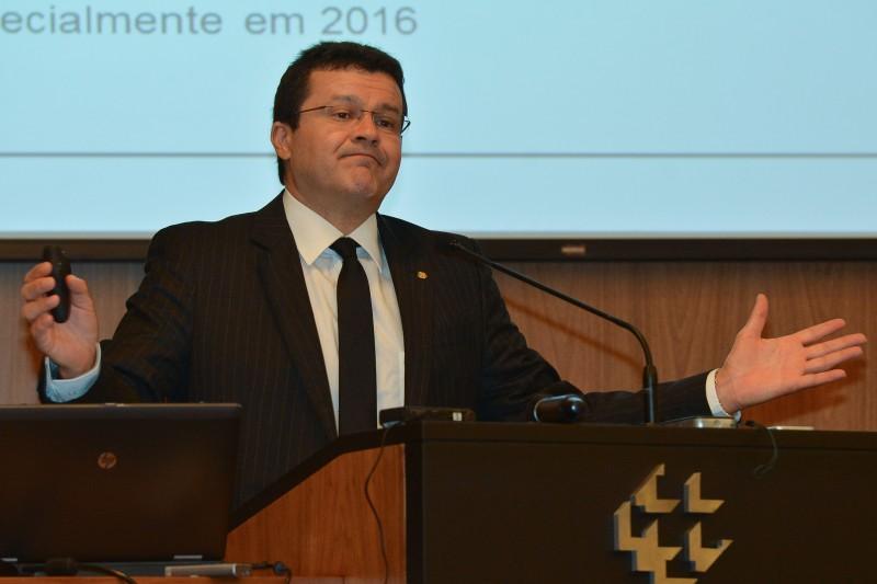 Existe muita incerteza no ambiente econômico, disse Hamilton Araújo