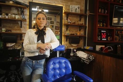 Barbeira conta como reage a homens que desconfiam de seu potencial