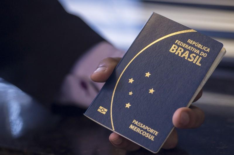 """""""Criminosos procurados poderão deixar (o Brasil) e terroristas poderão ingressar no país com mais facilidade"""", afirma a Fenapef na nota"""