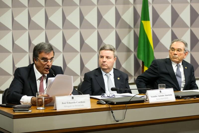 José Eduardo Cardozo, durante sessão na Comissão Processante do Impeachment para leitura do depoimento de Dilma
