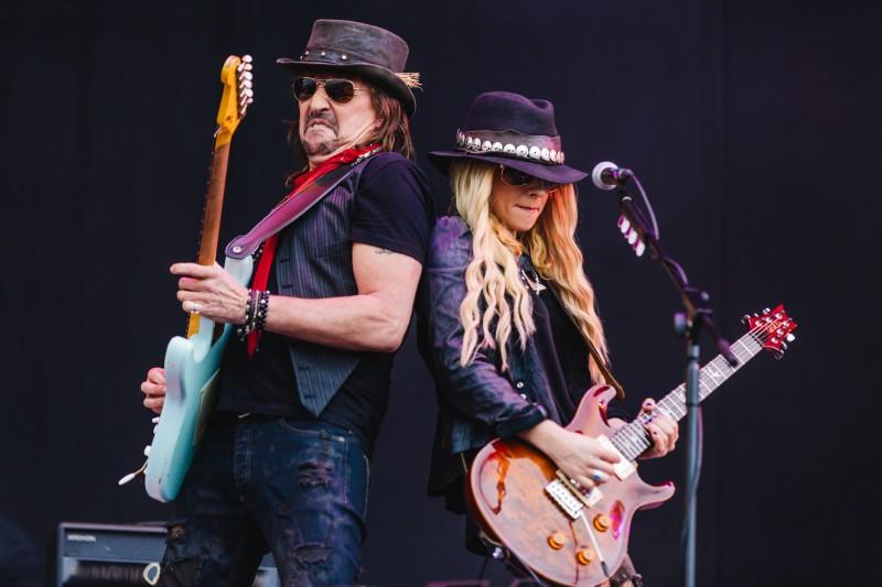 Ex-guitarrista do Bon Jovi, Richie Sambora se apresenta ao lado de Orianthi no Pepsi on Stage