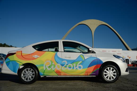 Veículos que vão circular na Vila Olímpica foram apresentados no Sambódromo