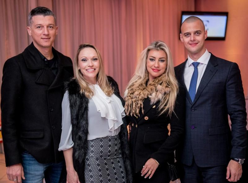 Paulo e Cristiane Pacheco com Ananda e Ramon Lumertz no lançamento da revista Essencialle