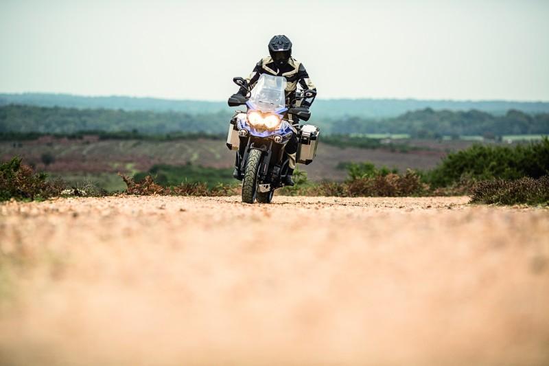 Motos prometem mesma desenvoltura em marcha, tanto no asfalto das estradas quanto nos pisos de terra