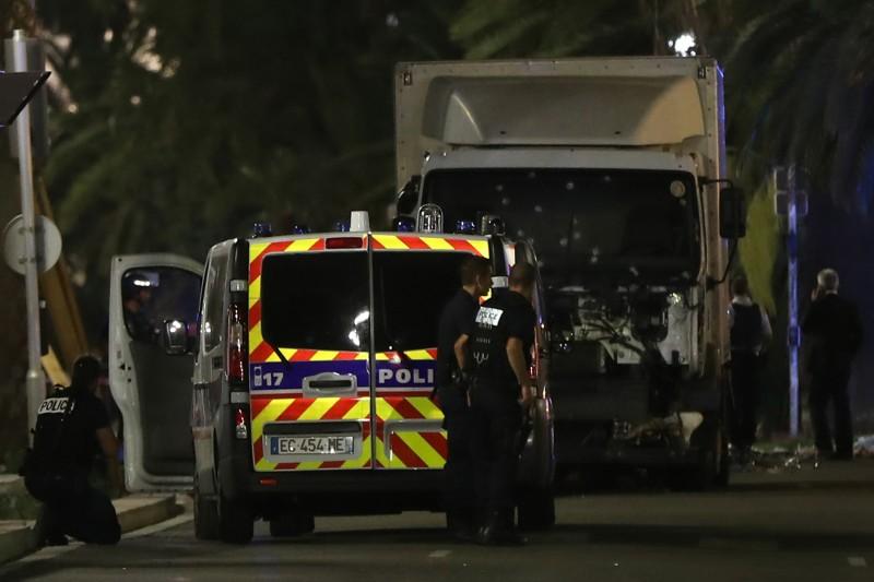 Explosivos encontrados no veículo corroboram tese de ataque terrorista