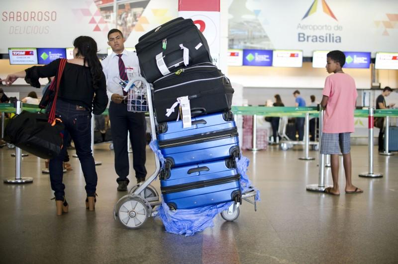 Retirada de computador de mão e dispositivos eletrônicos da bagagem de mão agora é obrigatória
