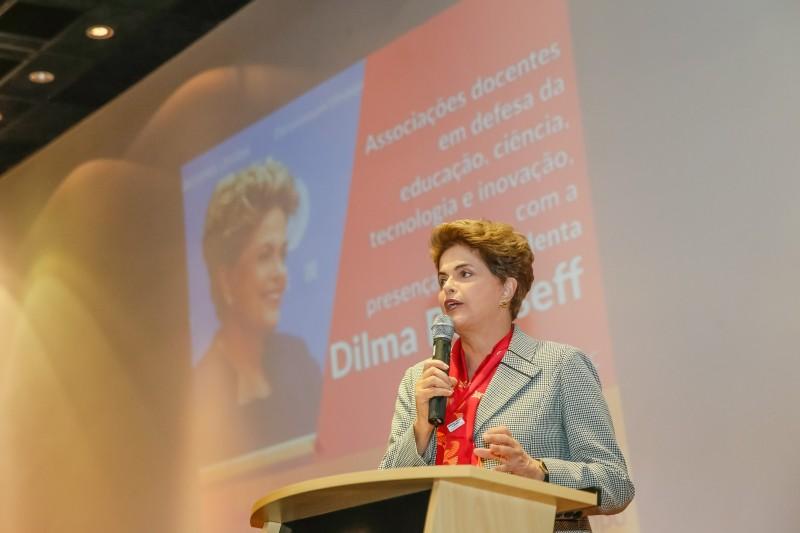 A presidente afastada Dilma Rousseff voltou a defender seu mandato durante evento na Universidade Federal de São Bernardo do Campo