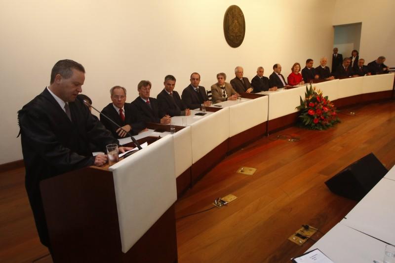 Na posse, Alexandre Postal disse que muitas prefeituras não têm técnicos especializados na área de contas