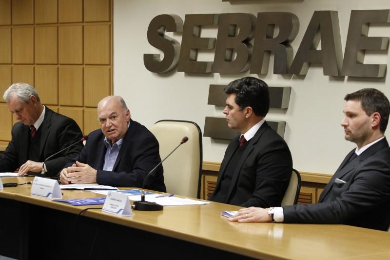 Sperotto (2º à esquerda) apresentou o projeto Recupera MPE, criado pelo Sebrae e OAB