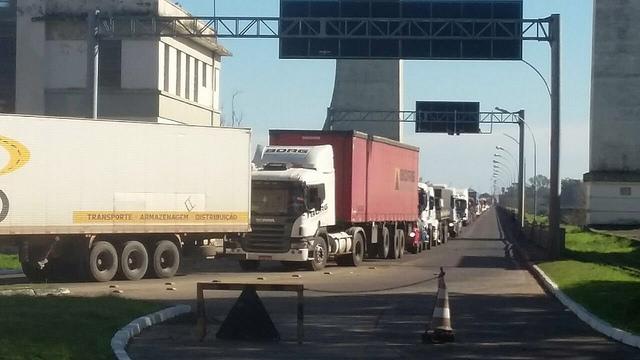 Paralisação de auditores-fiscais da Receita Federal gera filas na ponte em Uruguaiana