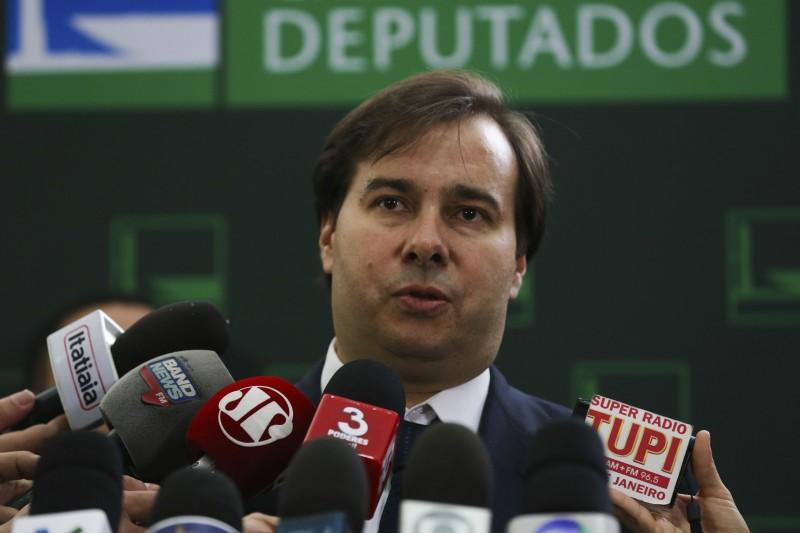 'Pauta marcada, deputado tem que estar presente', diz Rodrigo Maia
