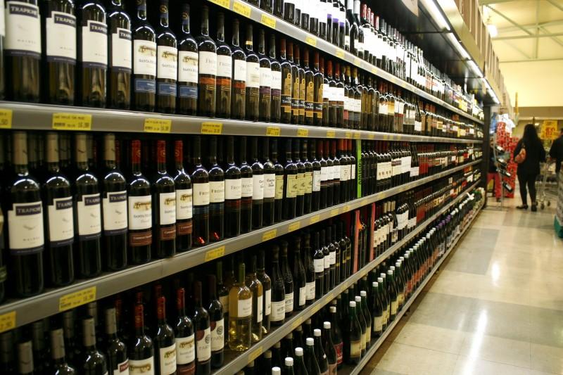 Presentes de menor valor, como vinhos, devem se destacar na data