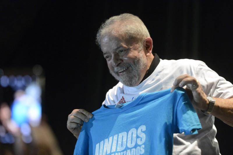 Ex-presidente é acusado de interferir para atrapalhar as investigações