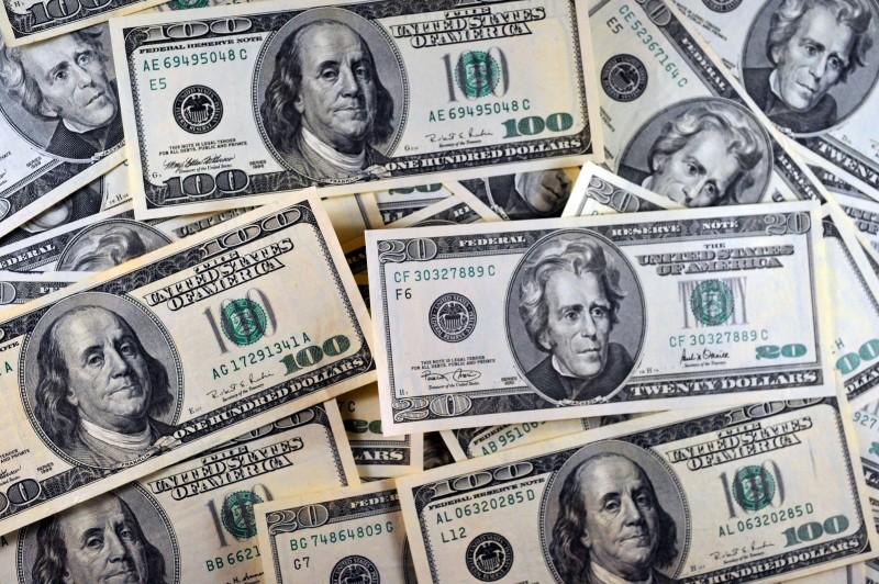 Moeda norte-americana à vista fechou cotação do dia a R$ 3,2885