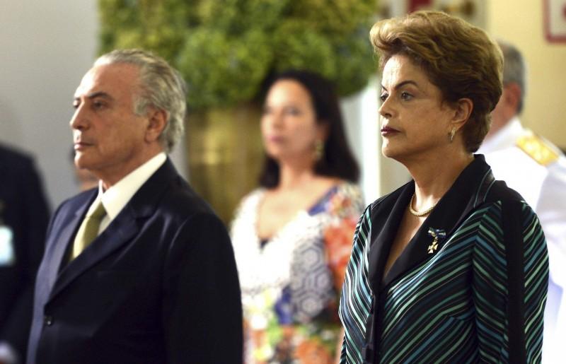 Brasília - A presidenta Dilma Rousseff e o vice-presidente Michel Temer participam da solenidade de cumprimentos aos oficiais-generais, no Clube do Exército (Antonio Cruz/Agência Brasil)