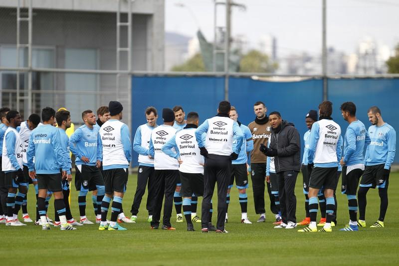 O elenco do Grêmio se reapresentou na manhã desta quarta-feira no CT Luiz Carvalho e retomou a rotina de treinamentos