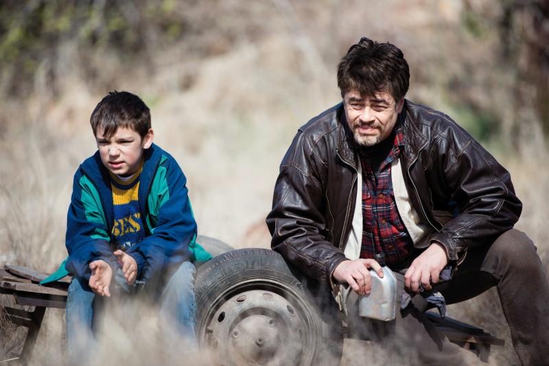 Benicio Del Toro (direita) estrela Um dia perfeito