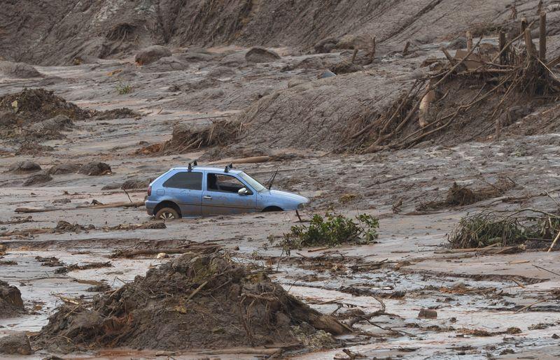 Rompimento de duas barragens de rejeitos da mineradora Samarco