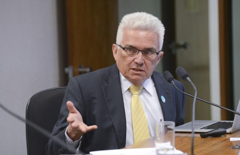 Velloso considera ineficaz repetir os mesmos preceitos previstos nacionalmente para cada unidade da Federação