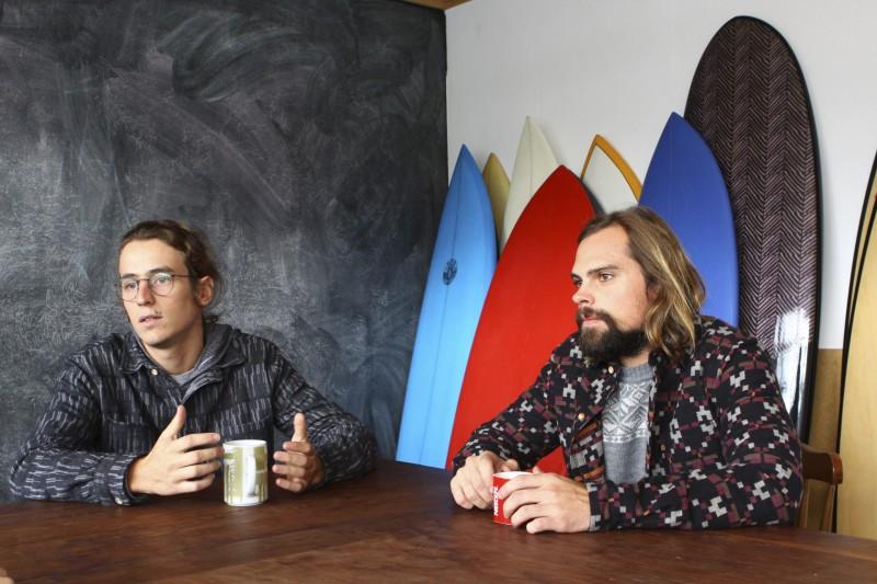 Zuch e Linhares, sócios da Surfari, hoje estão em viagem pelo Brasil para realizar a segunda edição do Reconhecendo o Surf