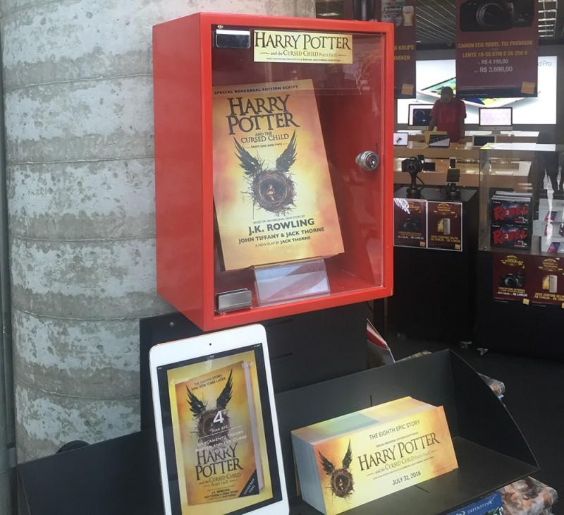 Harry Potter and The Cursed Child já é exibido na Fnac do bairro de Pinheiros