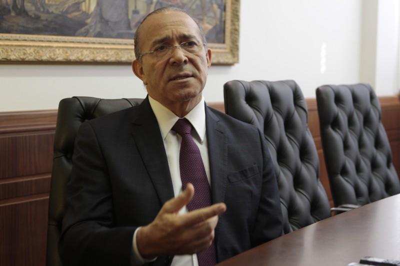 Sem mudança, governo não poderá pagar os aposentados, diz Padilha