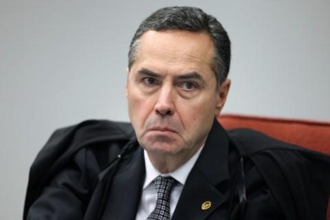 'Bloquear fake news com a Justiça é fantasia', diz ministro Barroso
