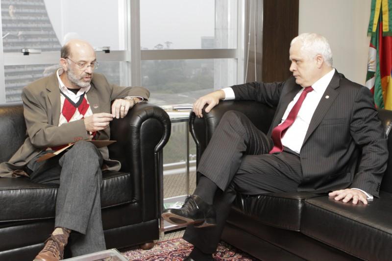 Milton Simas (E), presidente do Sindicato dos Jornalistas do Rio Grande do Sul e Ricardo Breier, presidente da OAB/RS