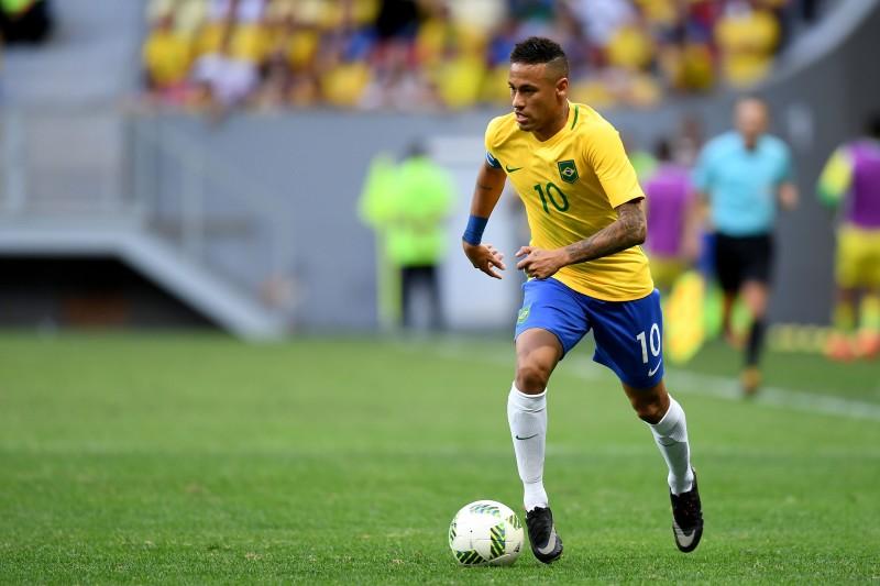 Neymar, capitão e craque do time, teve atuação discreta
