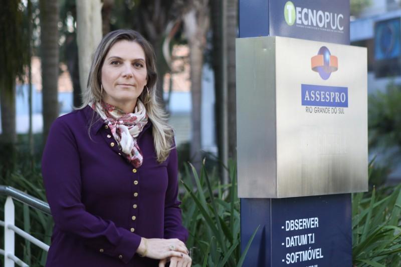 Leticia alerta para a necessidade de fazer a emissão com empresas idôneas