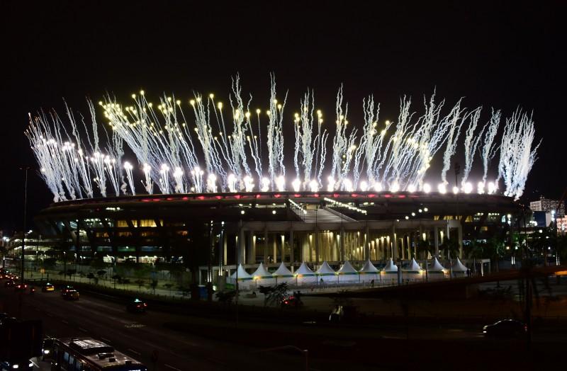 Teste com fogos de artifício foi realizado nesta quinta-feira no Maracanã