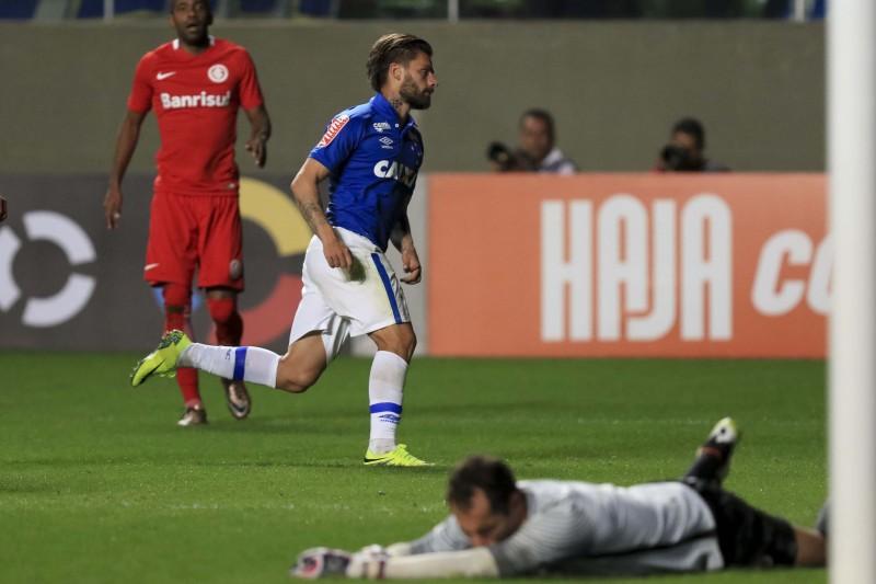 Com três gols, Rafael Sobis foi o carrasco do seu ex-clube