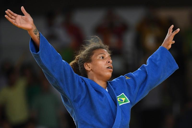 Rafaela saiu emocionada no tatame, aós conquistar o primeiro ouro para o Brasil