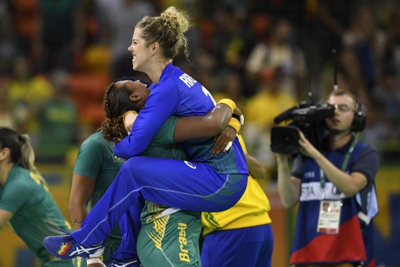 Até a goleira do Brasil, Barbara Arenhart (C), marcou um golo na partida