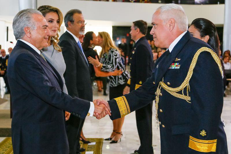 Presidente em exercício, Michel Temer, e a primeira-dama, Marcela Temer, na solenidade de apresentação de oficiais-generais recém-promovidos