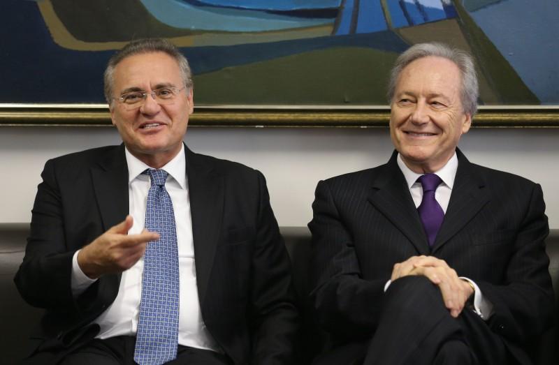 Renan Calheiros (e) passará ao presidente do STF, Ricardo Lewandowski, o comando do processo