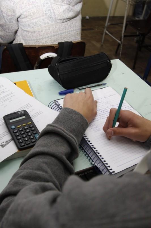 15,7% dos jovens entre 15 e 17 anos estavam fora da escola em 2014