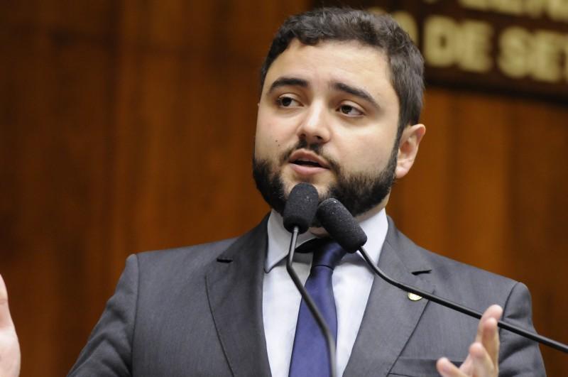 Líder do governo, Gabriel Souza alegou problemas técnicos