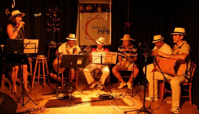 Clube da MPB interpreta Noel e Cartola no Café Fon Fon