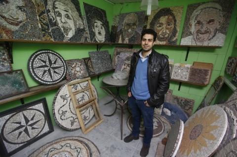 Entrevista com o arquiteto e mosaicista Leonardo Posenato, no atelier dele. A pauta é sobre mudanças de carreira.