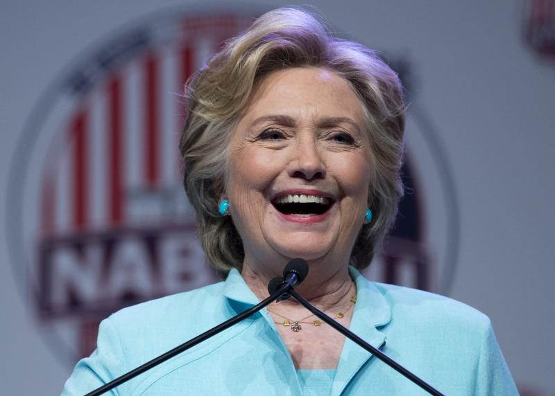 A declaração, de 40 páginas, mostrou que os Clinton doaram cerca de 10% de sua renda para caridade