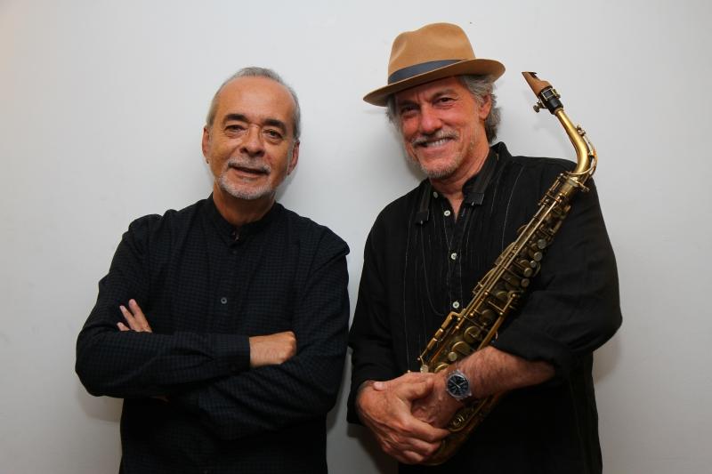Gilson Peranzzetta e Mauro Senise se apresentam no Instituto Ling comemorando 25 anos de parceria