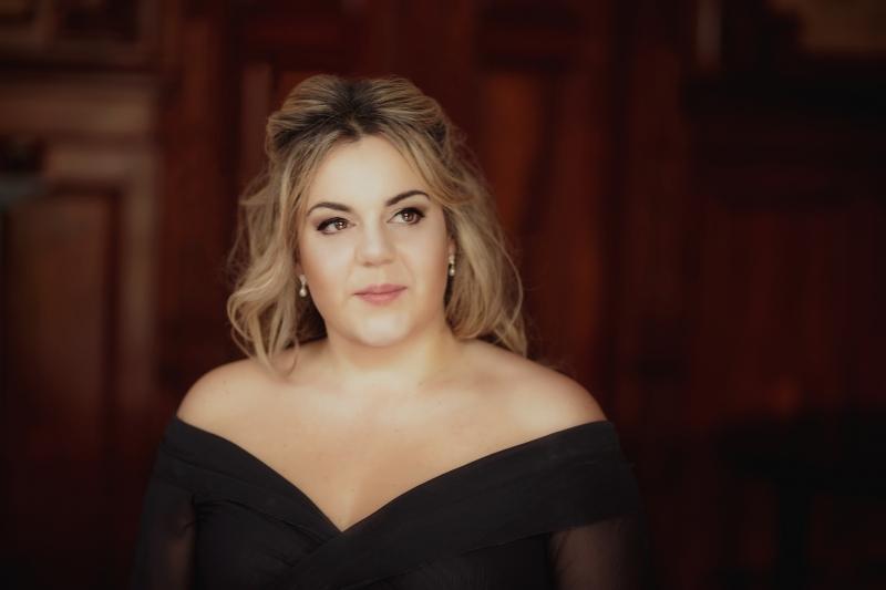 Cantora Gabriella Di Laccio participa de espetáculo no Instituto Ling