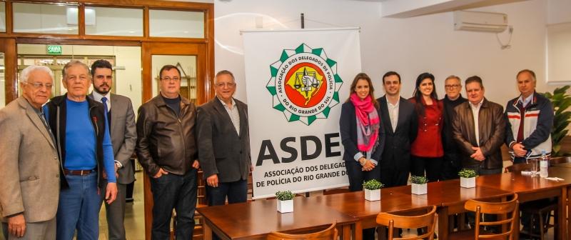 Maurício Dziedricki (c) teve encontro com delegados da Asdep