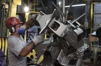 Indústria volta a liderar crescimento do emprego