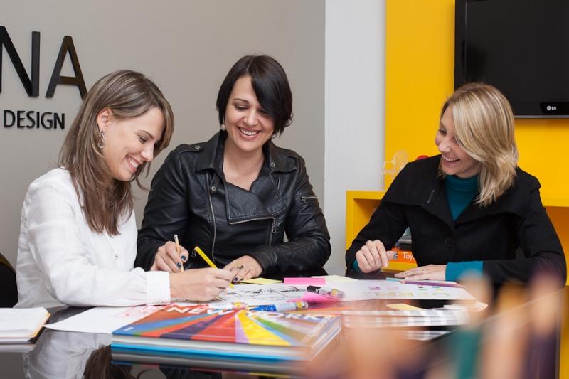 Roberta Rammê, Aline Palma e Michele Raimann, sócias do escritório de arquitetura Maena Design Conecta