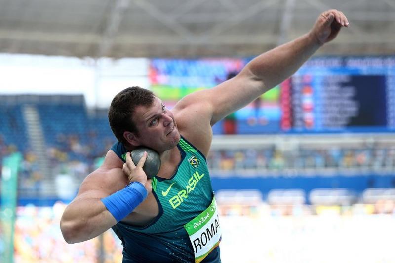 O catarinense Darlan Romani quebrou o recorde brasileiro, lançando a bola de 7,26 kg a 20,94 metros