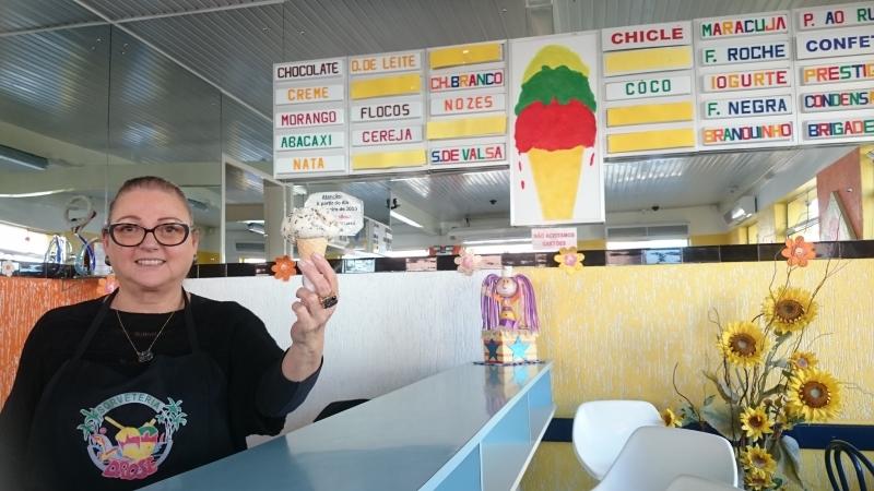 Helen trabalha na sorveteria há 31 anos, desde que casou com um dos herdeiros do negócio, Rogério Dröse