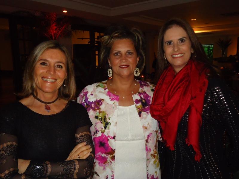 Clarisse Linhares, Ana Bertaso Mason e Andrea Nunes no jantar temático