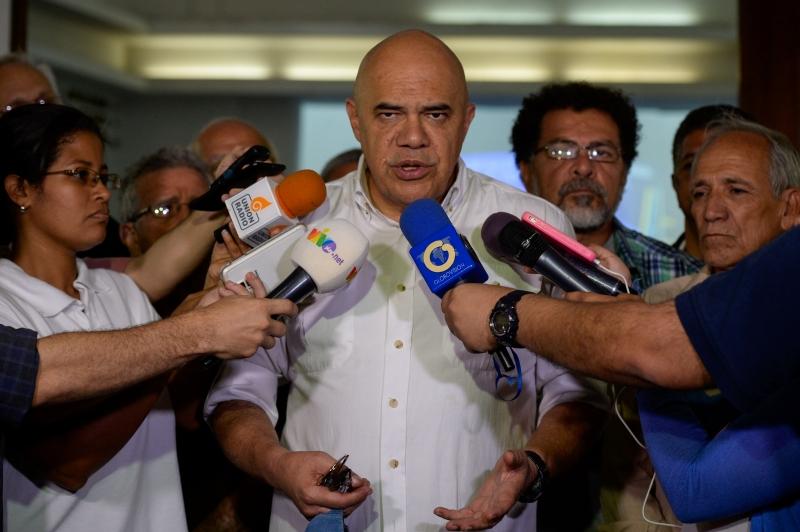 Líder opositor Jesús Torrealba acusou o governo de tentativa de extorsão